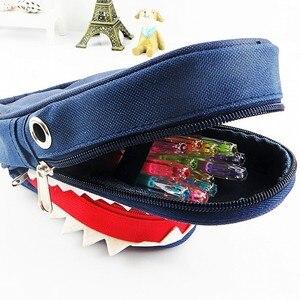 Image 4 - Süper büyük kapasiteli yaratıcı köpekbalığı tuval okul kalem kutusu kalem çantası kalem çantası kod kilidi ile