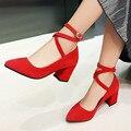 Novos Sapatos Vermelhos Mulheres Bombas Dedo Apontado Do Vintage Feminino Calcanhar Robusto Bombas Dos Saltos altos com Tira No Tornozelo Fivela sapatos de Salto Sapatos de Dança Tamanho 43
