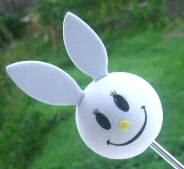 آذان كبيرة أرنب أبيض الوجه المبتسم رائعتين لطيف الكرتون هوائي كرات إيفا الجوي القبعات العالية الديكور سيارة التصميم سقف حلية