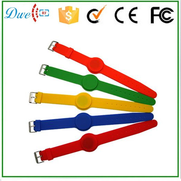 DWE CC RF Short proximity RFID watch type silicone wristband tag for swimming pool closet