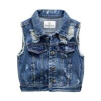 Для мальчиков джинсовый жилет Куртки весной отверстие Стиль для мальчиков жилет, детская одежда для мальчиков для маленьких мальчиков Джин...
