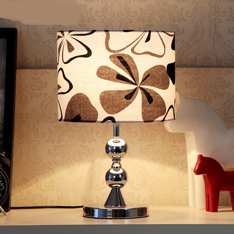 2017 new simple and stylish table light Fabric bedroom lamp touch switch Black pattern Table Lamps FG566