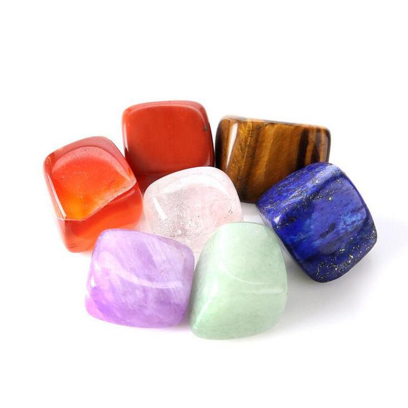 Lot de sept pierres semi précieuses roulées 7 chakras