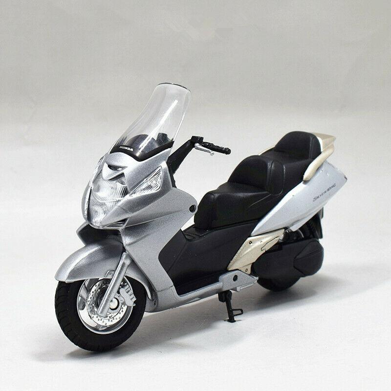 Welly 1:18 Honda Silver Wing Motorcycle Bike Model Toy New In BoxWelly 1:18 Honda Silver Wing Motorcycle Bike Model Toy New In Box