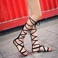 Большой размер женщин открыть носком гладиатор длинный сандалии сапоги новинка пип-ноги зашнуровать летние высокие сапоги Большой размер 41 42 43