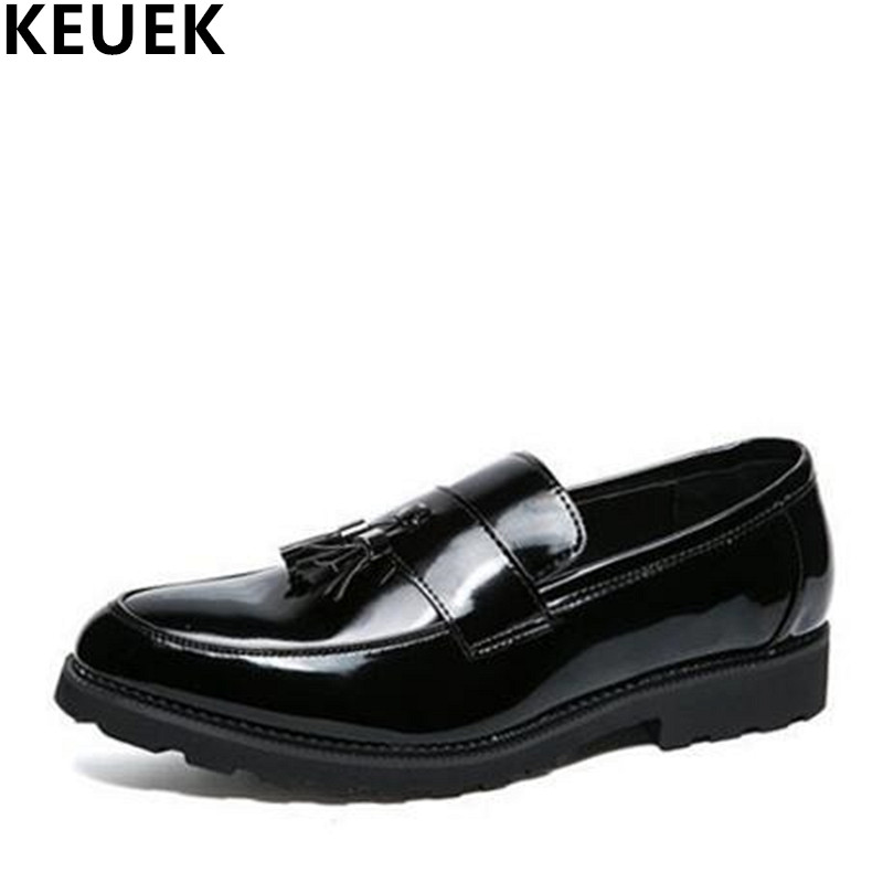 Large size Men Pointed toe leather shoes Slip On Fashion Male flats Youth popular tassel shoes Black Loafers Oxfords 3A