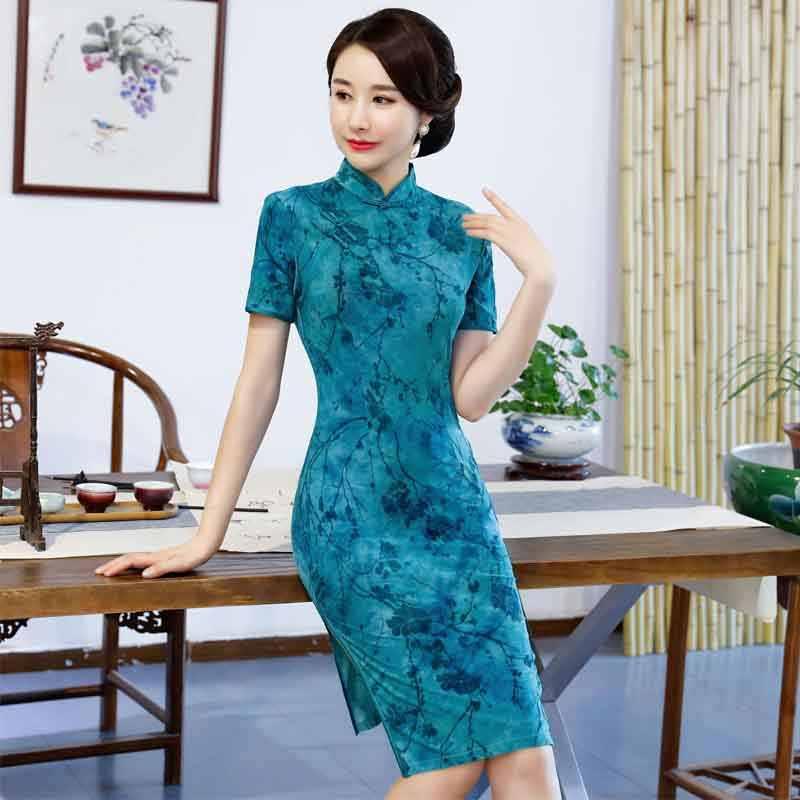 a4810d9d587 2019 New Modern Qipao Traditional Chinese Dress Fashion Cheongsam Banquet  Costume Short sleeves Qipao Woman Oriental