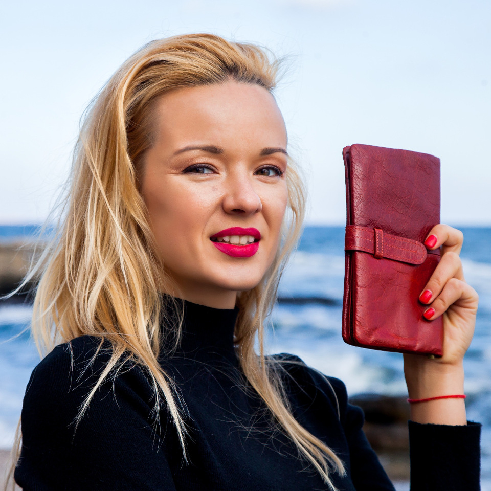 Women Fashion RFID Red Color Long Wallet Genuine Oil Wax Cowhide Leather Bifold Wallets Purse Vintage Designer Coin Purse women fashion designer double zipper oil wax genuine leather wallet rfid blocking long purse day clutches for men high quality