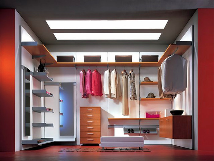 U Shape Luxury Walk In Closet Design In Wardrobes From