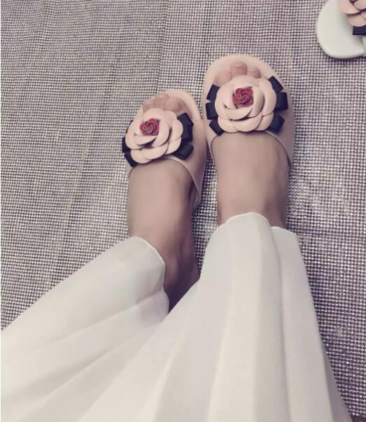 BONJEAN Summer Fashion Pink Flower Decorations Woman Shoes Open Toe Flat Slippers High Quality Leather Slides