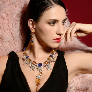 Image 2 - Viennois luxo conjunto de jóias flor design multicolorido cristais colar e brincos conjunto de jóias para mulheres conjunto de jóias de noiva