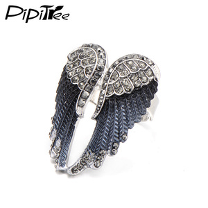 Pipitree 2019 Fashion Angel Wings Ring Punk Biker Jewelry 11 Colors Antique Gold Color Vintage Rhinestone Rings for Men Women(China)