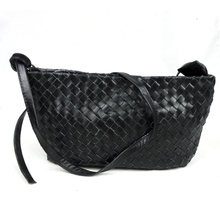 The new casual fashion leather handbags Shoulder Messenger bag ladies tide cowhide woven bags retro