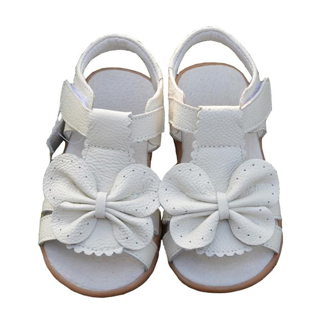 2017 Nuevo Verano Sandalias de Los Niños para Las Niñas de Cuero Genuino Zapatos de La Princesa Bowtie Niños Sandalias De Playa Zapatos Del Niño Del Bebé Blanco