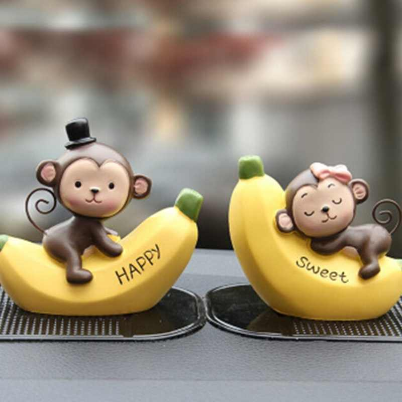 2pcs/set Lovely Resin Sweet Little Monkey on Banana Figurines Car Dolls Resin Crafts Ornaments Gifts