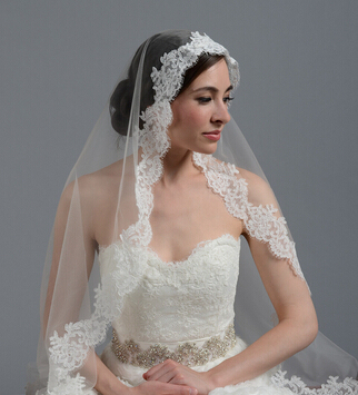 In Stock Short Bridal Veil One Layer Simple Stunning Beautiful Lace Edge Wedding Veil