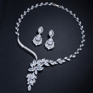 Image 5 - Cwwzirconsブランドキュービックジルコニアウェディングジュエリーアクセサリーブライダルラインストーンのネックレスとイヤリングのセット花嫁T142