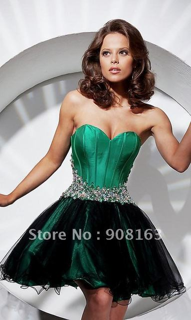 This Emerald Green Short Prom Dress Features a Straplessa Flattering ...