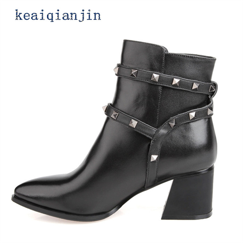 ФОТО Woman Rivets Buckle Ankle Boots High Quality Cowhide Thick With Shoe Winter Short Plush Black Rivets Buckle Ankle Boot 33cm-42cm