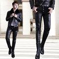2016 Nueva Tight Faux Pantalones de Cuero de Moda Los Hombres Negro Cremallera Botón Parche pantalones de Cuero Masculina Etapa Traje Pantalon Leather Hombre