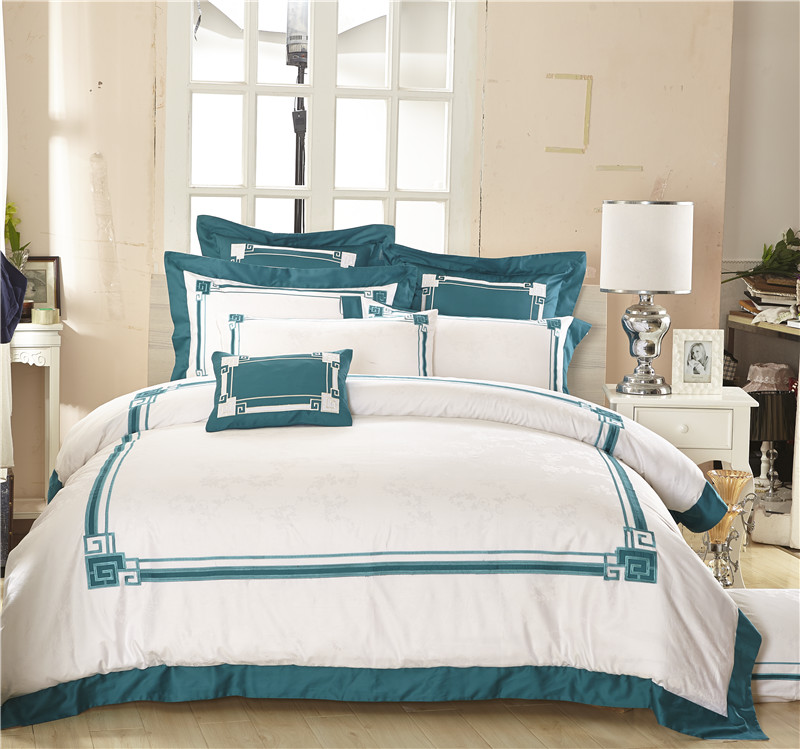 Egyptian cotton Embroidery Royal Luxury Bedding Set 4/6/9Pcs King Queen white Bed set Duvet Cover bed sheet PillowcaseEgyptian cotton Embroidery Royal Luxury Bedding Set 4/6/9Pcs King Queen white Bed set Duvet Cover bed sheet Pillowcase