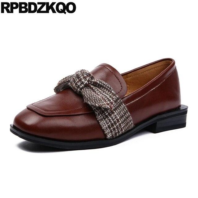 Zapatos señoras estilo británico , tacón cuadrado, tacón bajo etilo retro.