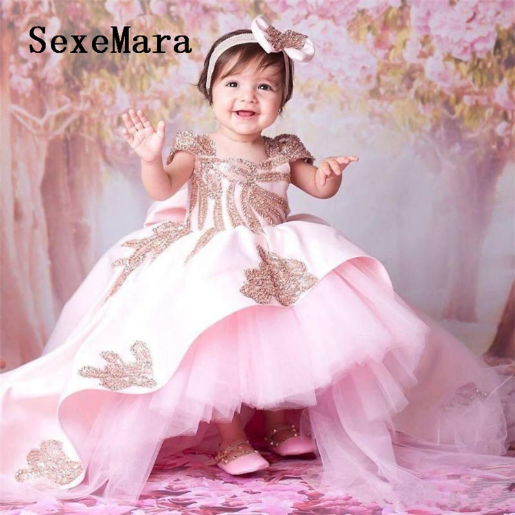 Novo rosa bebê meninas roupas vestidos de aniversário com varredura trem frisado applique crianças formal vestir com arco vestidos de flores meninas
