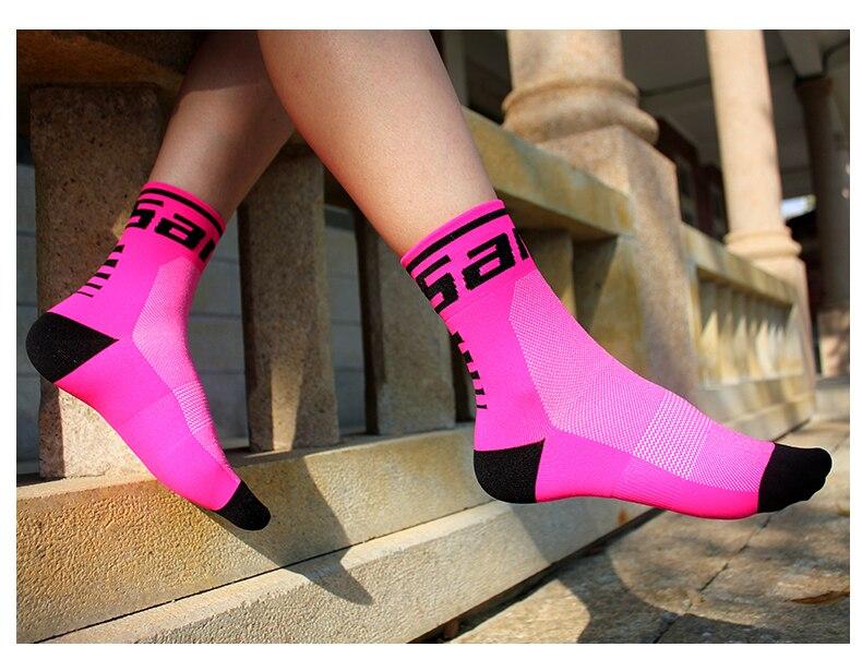 HTB1WTo9gbSYBuNjSspiq6xNzpXaS - Santic Sport Cycling Socks Breathable Anti-sweat Basketball Socks Running Hiking Men Socks