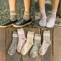 New mix colorido tejido jacquard rayas retro tejido de punto térmico de hilados de algodón de otoño invierno de las señoras de las mujeres de la marca harajuku calcetines