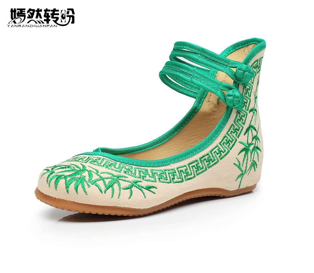 Women Flats Chinese Old BeiJing Bamboo Canvas Shoes Blue And White Embroidered Cloth Womens Singles Dacen Walking Shoes
