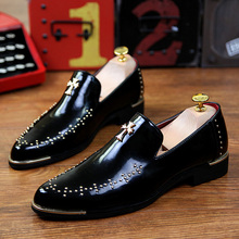 Fashion Rivets Metal Pointed Toe Male Oxfords Shoes Men Trend Vintage Slip On Patent Leather Hair Stylist Shoes