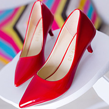 2016 Spring Spot Pointed Measures with Low Help Shoes Pointed Fine with Simple Temperament Shallow Mouth Sweet Women's Shoes