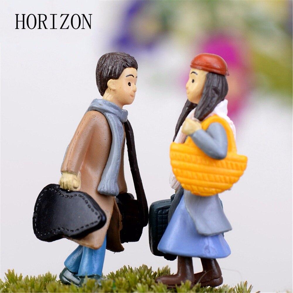 2016 Hot Selling Cute Cartoon Anime Couple Micro Landscape Decoration Multicolor Resin Decorative Crafts Character Figurine