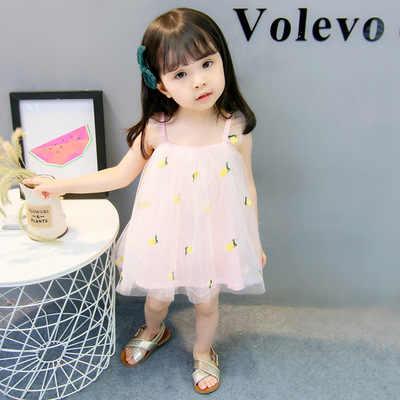 Платье для малышей; коллекция 2019 года; летнее однотонное платье без рукавов с открытыми плечами, бантом, цветочным принтом, вышивкой в виде фруктов; газовое мини-платье выше колена