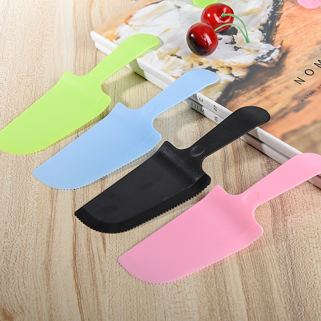 100 Pcs 18x6cm Plastic Cake Knife Cutter Individual Package