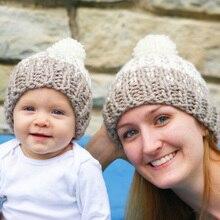 Čepice pro maminku a dítě s bambulí 2 ks