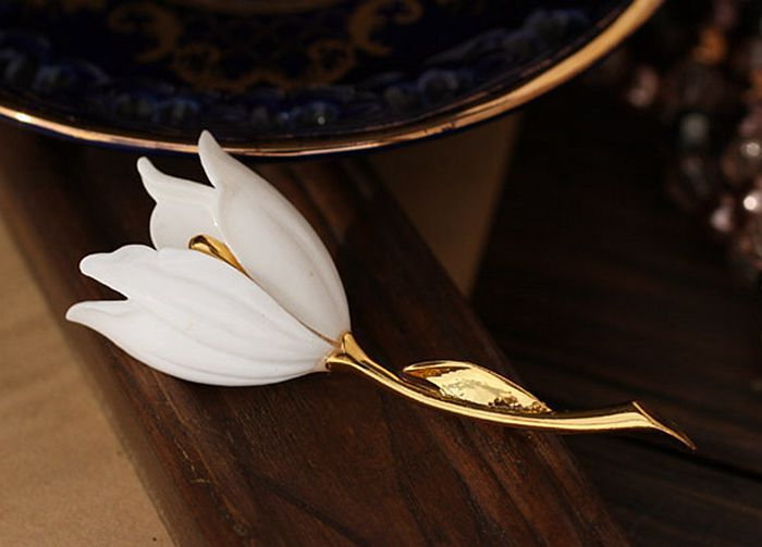 New noble ladies clothing present tulip magnolia brooch brooch wholesale girls birthday party Brought needle free shippingsets 4