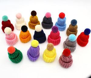 Image 3 - 50pcs di colore della miscela mini Cappello Pom Pom alluncinetto Ornamento Cap, Mini Cappello di Lavoro A Maglia In Miniatura Piccolo Berretto di Maglia, cappello bambola per il fai da te