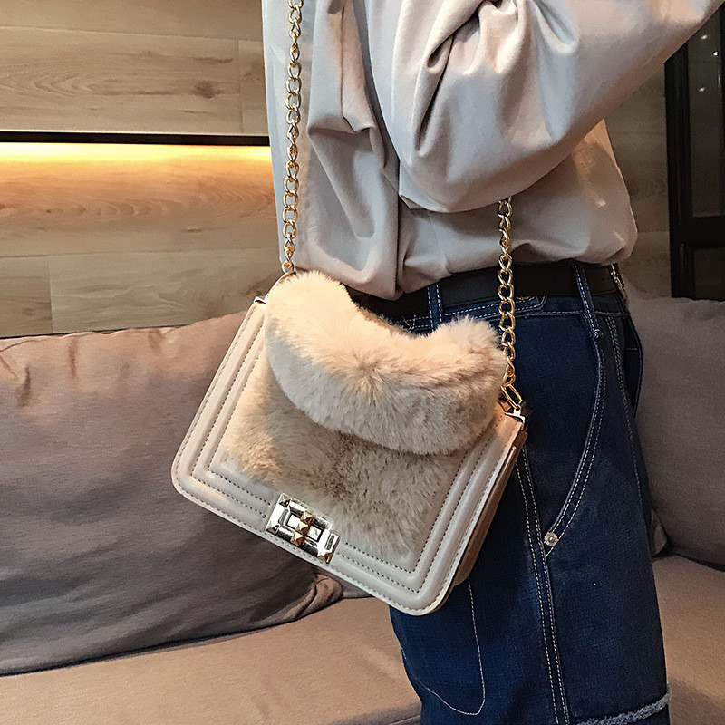 MJ Women Winter Faux Fur Shoulder Bag Fashion Chain Messenger Bag Female  Handbag Party Small Girls Tote Bag Christmas Gift-in Top-Handle Bags from  Luggage ... 511d17bbeec85