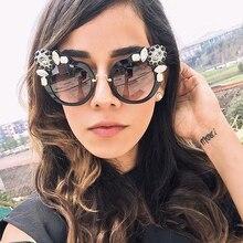 SUNRUN New Sexy Women Cat Eye Sunglasses Oversize Vintage Brand Designer Crystal Diamond Frame Sun Glasses With Case 97377