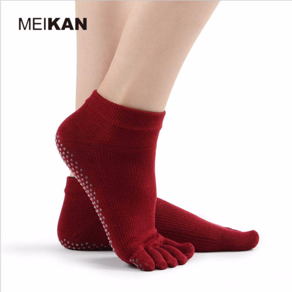 239de942147 US $6.88 |MeiKan professional women anti skid Yoga Five Toe socks exquisite  cotton Fitness sock Breathable Rubber band Wrap Finger lippers-in Yoga ...