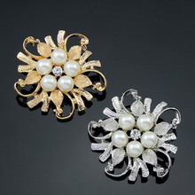 Fashion Jewelry High Quality Vintage Brooch Pins Crystals Imitation Pearl Flower Brooch Wedding Accessories