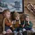 0-4 Años Invierno Merino de Lana Bola de la Piel del Niño de la Gorrita Tejida Del Bebé Sombreros de Punto de La Raya Niños Encantadores de Punto de Ganchillo Caliente bufanda