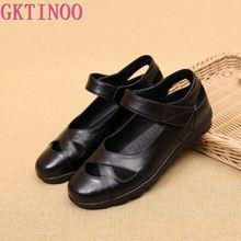 صندل نسائي من GKTINOO موضة صيف 2020 حذاء جديد من الجلد الأصلي للنساء صندل نسائي مسطح حذاء للأمهات بتصميم عتيق