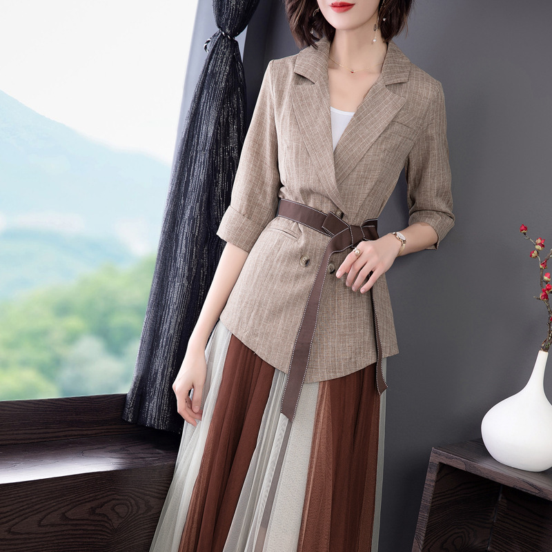 Costume pour femmes nouveau style printemps et été femmes nouveau tempérament revers rayé costume + maille demi-jupe deux pièces costume
