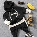 Новые 2017 весна мальчики моды свитер с капюшоном одежда наборы 2 шт. мальчик футболка + брюки одежда наборы дети мода костюм набор мальчик