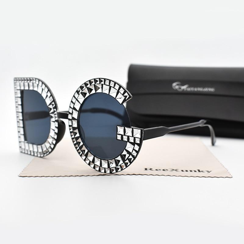 4e17a1a7e54d9 Moda Diamond D G Rodada Óculos De Sol Das Mulheres 2019 Marca de Luxo Da  Perna de Plástico de Grandes Dimensões óculos de Sol Shades Oculos Senhoras  Topo Do ...