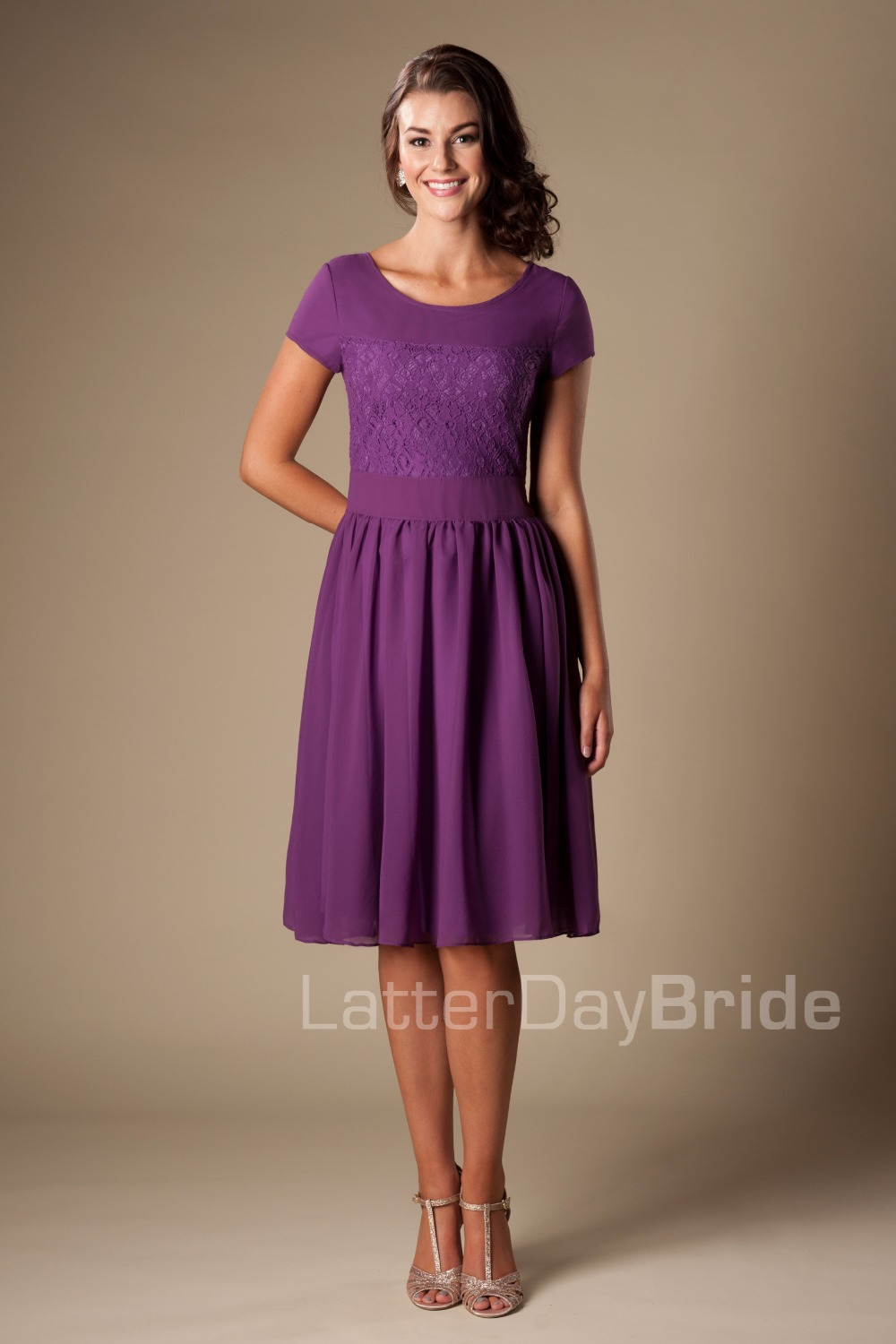 Purple Short Modest   Bridesmaid     Dresses   With Sleeves Lace Chiffon Maids of Honor   Dresses   A-line Knee Length Wedding Party Gowns