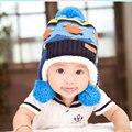 2016 nuevo invierno bola casquillo de los niños casquillo del oído del bebé hizo punto el sombrero caliente de espesor de color