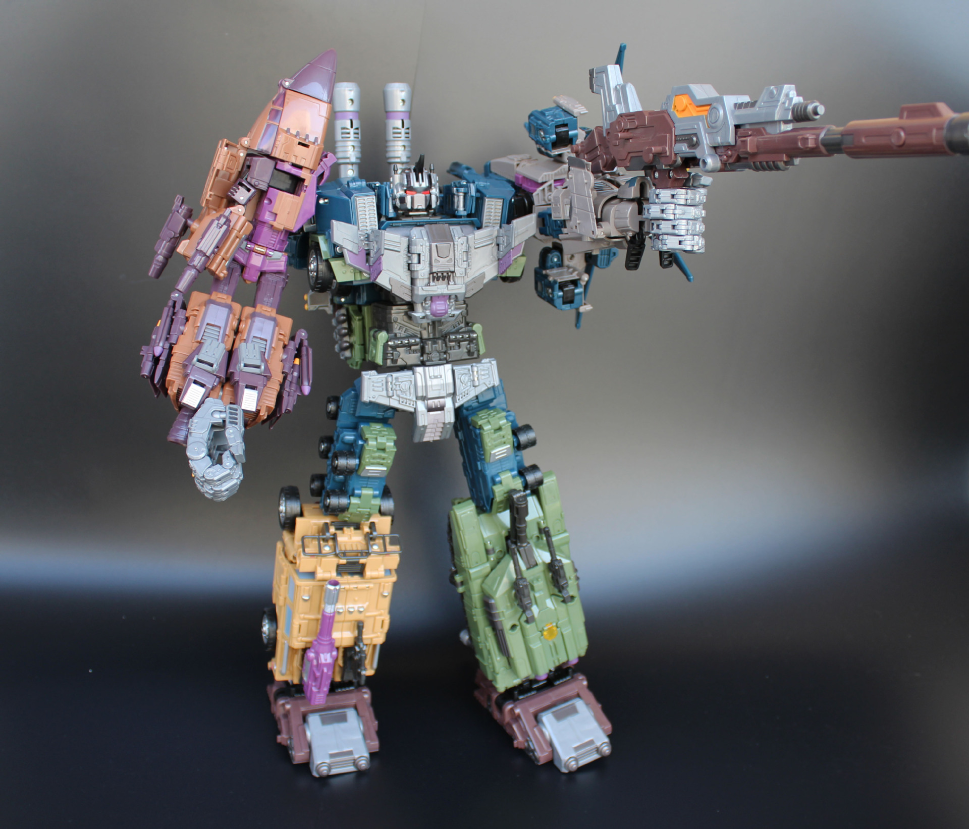 купить Jinbao Oversized Bruticus Warbotron Onslaught Brawl Swindle Blast Off MMC PREDAKING figure Transformation robot toy недорого